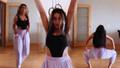 Gelin adayı Solmaz Çiros kalça dansı yaptı