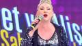 Şarkıcı Güllü 'öldü' iddialarına isyan etti