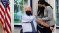 Joe Biden canlı yayında 3. doz aşısını oldu!