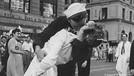 'Hemşireyi öpen denizci' hayatını kaybetti!