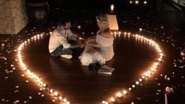 Ünlü şarkıcıya romantik evlilik teklifi!