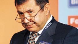 Mehmet Emin Karamehmet'e komşudan dava!