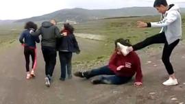 İki genç kıza dehşeti yaşatmışlardı!