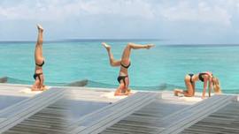 Şeyma Subaşı'dan deniz kenarında yoga videosu!
