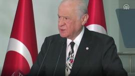 Devlet Bahçeli'den muhabire kravat tepkisi!