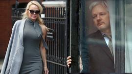 Pamela Anderson'dan Julian Assange tepkisi!