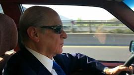Bahçeli, klasik otomobiliyle Ankara turu attı