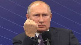 Putin'in el hareketine Kremlin'den açıklama!