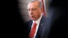 Erdoğan Türkiye'nin baş ağrısıdır, geçecektir!