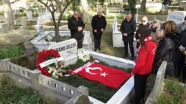 Birand ölümünün 7. yılında mezarı başında anıldı
