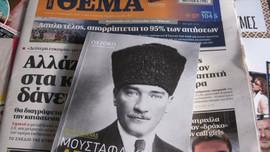 Yunan gazetesi Atatürk kitabı dağıttı!