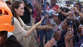 """""""Angelina Jolie Yunan sınırına bekleniyorsun!"""""""