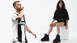 Ünlü futbolcudan Türk şarkıcıya ilginç mesaj