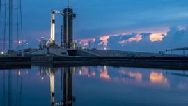 SpaceX'in astronotlu uzay yolculuğu ertelendi!