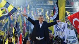 """""""Sarı-Lacivert Öfkeli Adam: Aziz Yıldırım"""" kitabı çıktı"""