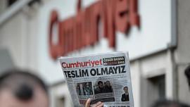 Genel Yayın Yönetmeni dahil 9 yazar ve yöneticisi tutuklandı, Cumhuriyet tirajlarda ne yaptı?