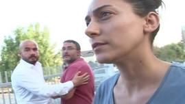 Röportaj verirken dikkat: Muhabir suratınıza tükürebilir!