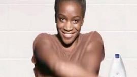 Siyah kadını 'beyazlatan' reklamdan geri adım!