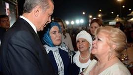 Ünlü sanatçıdan Erdoğan'a övgü