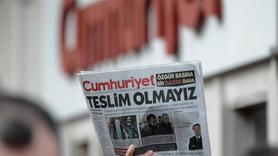 Cumhuriyet'in yeni yazarından gazetesine eleştiri!