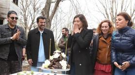 Nurgül Yeşilçay'a sette yaş günü sürprizi!