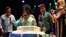 Bülent Ersoy'a sahnede doğum günü sürprizi!
