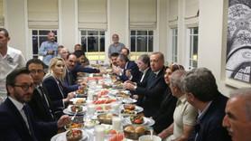 Erdoğan'dan yayın sonrası moderatörlerle yemek!
