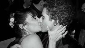 Hazer Amani eşi Sıla'yı öpücüklere boğdu