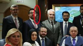 Ahmet Hakan 'uçağa bindi', kendisini gizledi!