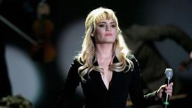 Ünlü şarkıcıdan ''tecavüze uğradım'' itirafı