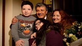 Mustafa Balbay çocuklarıyla böyle kucaklaştı