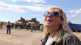 """Ceyda Karan'dan """"kahkaha fotoğrafı"""" için tepki: Kimi insan gibi güler, kimi sırtlan gibi sırıtır!"""