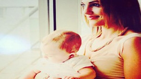 Bebeğini ilk kez gösterdi...