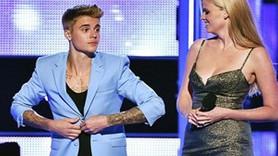 Justin Bieber sahnede soyundu!