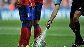 Futbolda hakemin sıktığı sprey yasaklandı!