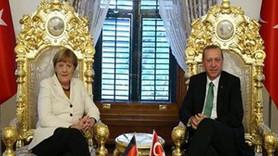 """Erdoğan'ın """"hilalli tahtı"""" sosyal medyayı salladı!"""