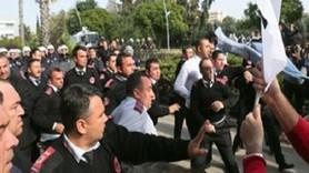 Polisten gazeteciye ters kelepçe: Artık eskisi gibi değil, öğreneceksiniz!