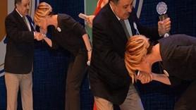 Gülben Ergen ödül töreninde zorla rektörün elini öptü!