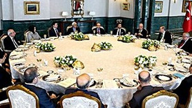 Akademisyenler ve gazeteciler Cumhurbaşkanlığı Sofrası'nda!