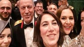 Orgeneral Hulusi Akar 'ısrar etti', Ceren Kenar selfie yaptı!