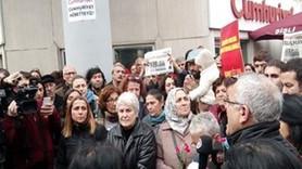 Cumartesi Anneleri, Cumhuriyet'in önünde