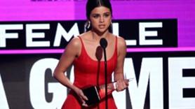 Müzik Ödülleri törenine damga vuran konuşma: 'Vücutlarınızı görmek istemiyorum'