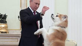 Putin gazetecileri köpeğiyle korkuttu!