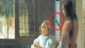 350 yıllık tabloda iPhone şoku! Apple'ın patronu buldu!