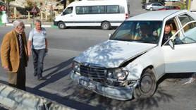 Eşref Kolçak otomobiliyle kaza yaptı!