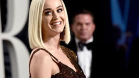 Katy Perry'den olay frikik! Elbise yırtıldı, kalça göründü!