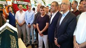 CHP'li Enis Berberoğlu kayınpederinin cenazesine katıldı
