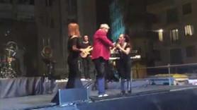 Sertab Erener belediye başkanına sinirlendi, sahneden indirdi!