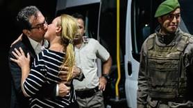 Ertuğrul Özkök Kadri Gürsel'in öpüşmesini yorumladı: 'Türkiye'den dünyaya giden en güzel fotoğraf'
