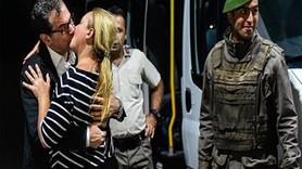 """Kadri Gürsel'in öpüşmesinden rahatsız olanlara tedavi önerisi: """"İşine bak, öpüş, geçer!"""""""